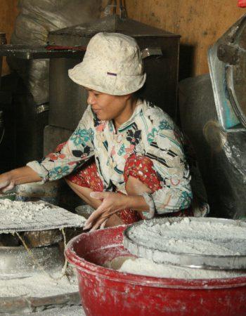 Làng nghề bánh khô mè Cẩm Lệ – Bánh Bảy Lửa